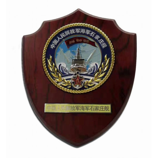 Custom Shape Engraved Logo Souvenir Metal Plaque with Wooden Base